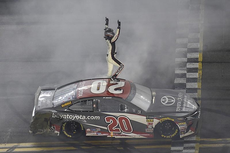 Erik Jones beffa Truex all'ultimo giro e conquista il primo successo a Daytona