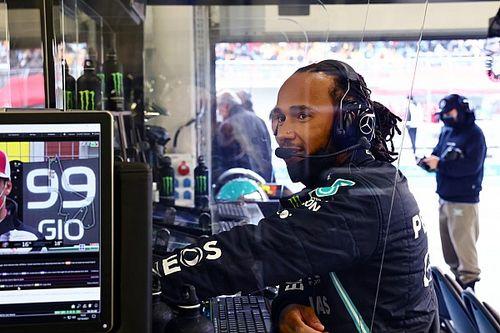 Hamilton nem lazsál, tegnap a szimulátorban készült (kép)