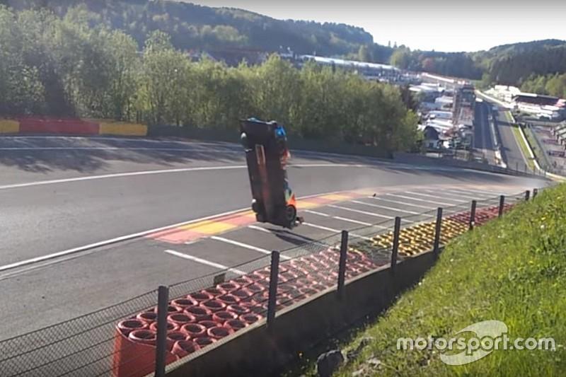 VÍDEO: Carro voa em acidente impressionante em Spa