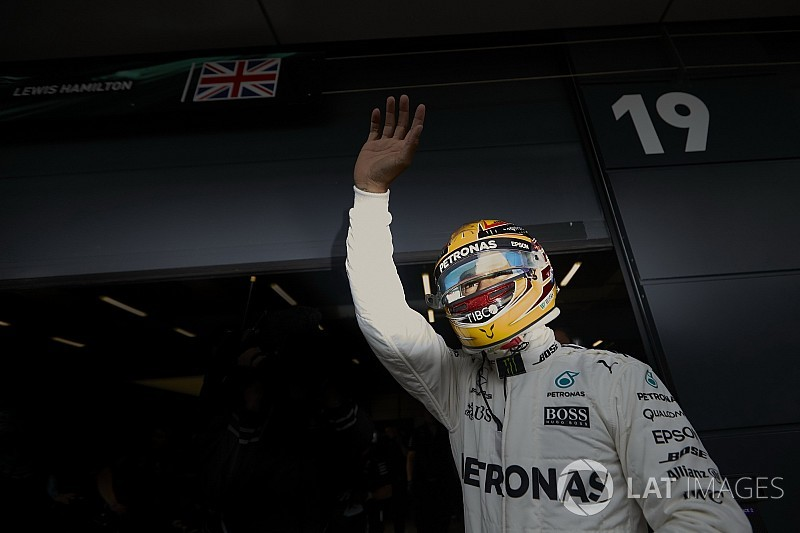 Hamilton roza la excelencia cuando corre en Hungría