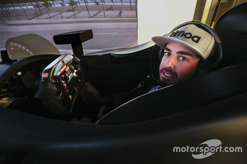 Fernando Alonso in the Honda Performance Development simulator