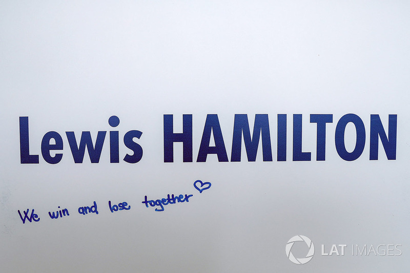 Льюіс Хемілтон, 'We win and lose together' -