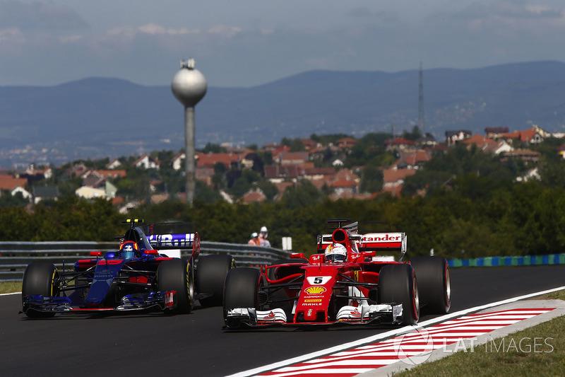 Себастьян Феттель, Ferrari SF70H, Карлос Сайнс-мол., Scuderia Toro Rosso STR12