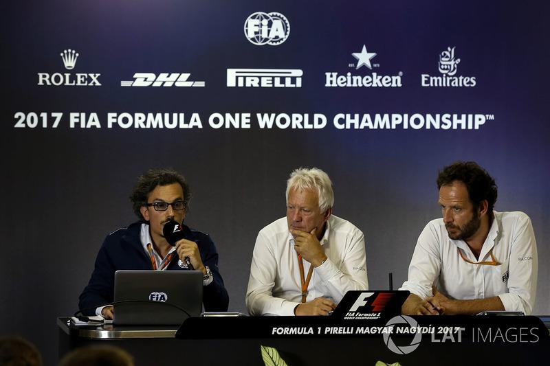 Laurent Mekies, F1 Yarış Direktörü Vekili, FIA, Charlie Whiting, FIA Yarış Direktörü, Matteo Bonciani, Medya Delegesi, Halo tanıtım basın toplantısında