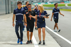 Charles Leclerc, Sauber and Ruth Buscombe, Sauber F1 Race Strategist