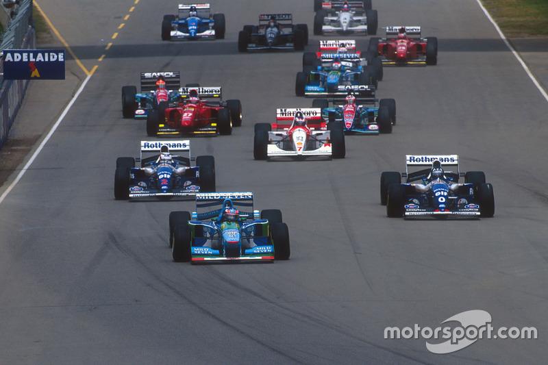 Міхаель Шумахер, Benetton B194 Форд попереду Деймона Хілла і Найджела Менселла, Williams Renault FW16B
