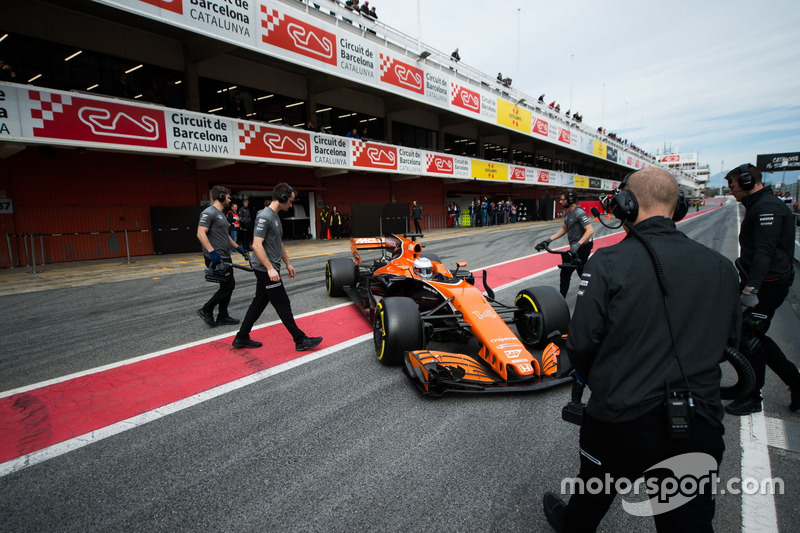 Фернандо Алонсо, McLaren MCL32 на піт-лейні