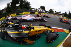 Nico Hulkenberg, Renault Sport F1 Team RS17, battles, Sergio Perez, Sahara Force India F1 VJM10, Esteban Ocon, Sahara Force India F1 VJM10