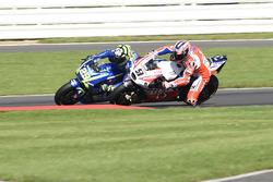 Danilo Petrucci, Pramac Racing overtakes Andrea Iannone, Team Suzuki MotoGP