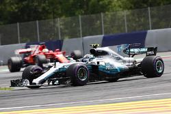 Valtteri Bottas, Mercedes AMG F1 W08 leads Sebastian Vettel, Ferrari SF70H