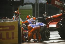 Bergung des Unfallautos von Daniil Kvyat, Scuderia Toro Rosso STR12