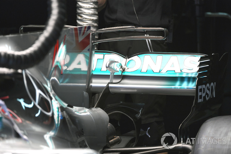 Mercedes F1 W08 rear wing
