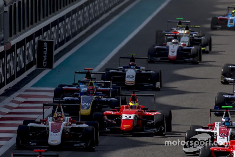 Charles Leclerc, ART Grand Prix; Jake Dennis, Arden International beim Start zum Rennen