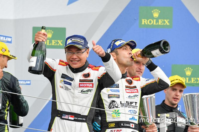 Podium GTE-Am: Race winners #61 Clearwater Racing Ferrari 488 GTE: Mok Weng Sun, Matt Griffin, Keita Sawa