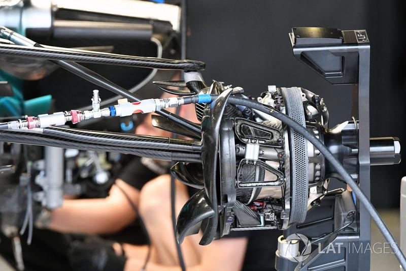 Кріплення переднього колеса Mercedes-Benz F1 W08
