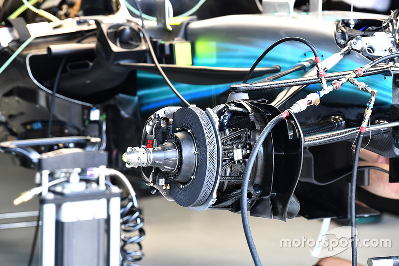 Mercedes-Benz F1 W08  front brake and wheel hub