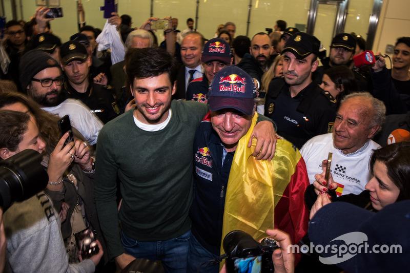 Переможець #303 Peugeot Sport Peugeot 3008 DKR Карлос Сайнс із сином Карлосом Сайнсом-мол.