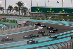 Lance Stroll, Williams FW40, Kevin Magnussen, Haas F1 Team VF-17, Romain Grosjean, Haas F1 Team VF-17, Pascal Wehrlein, Sauber C36, Pierre Gasly, Toro Rosso STR12, and Marcus Ericsson, Sauber C36, chase the pack at the start