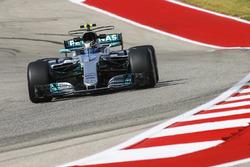 Valtteri Bottas, Mercedes AMG F1 W08, Brendon Hartley, Scuderia Toro Rosso STR12
