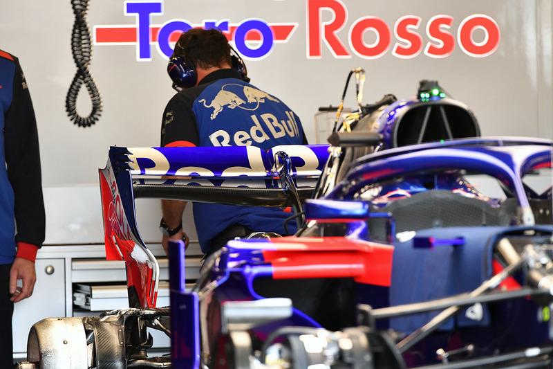 Scuderia Toro Rosso STR13 arka kanat