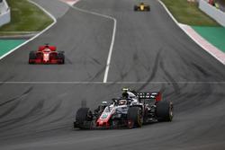 Kevin Magnussen, Haas F1 Team VF-18,leads Sebastian Vettel, Ferrari SF71H