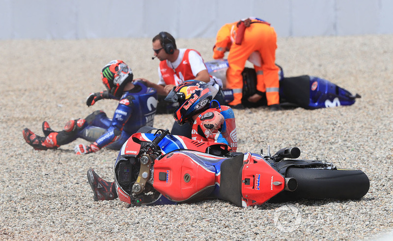 Stefan Bradl, HRC Honda Team, Maverick Viñales, Yamaha Factory Racing crash