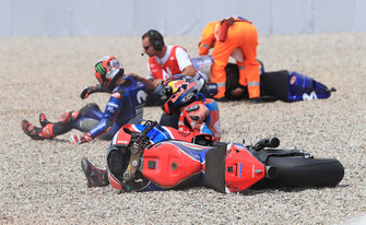 Sturz: Stefan Bradl, HRC Honda Team, Maverick Viñales, Yamaha Factory Racing