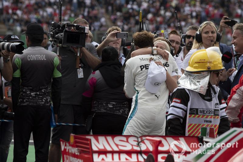 Lewis Hamilton, Mercedes AMG F1 y Angela Cullen, su fisio