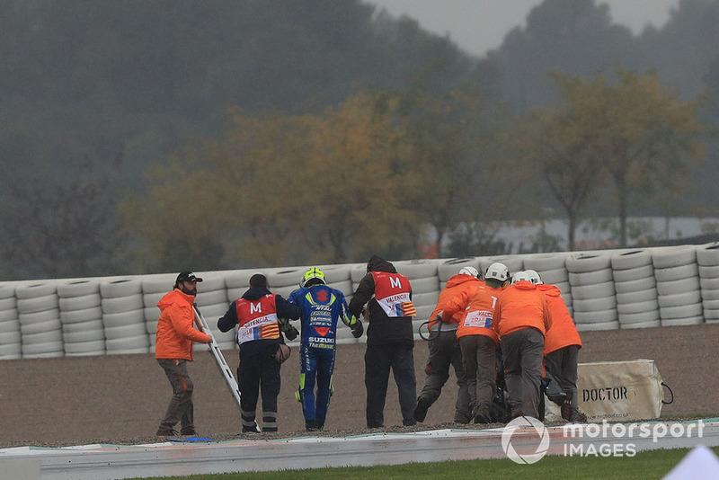 Andrea Iannone, Team Suzuki MotoGP, después de su caída