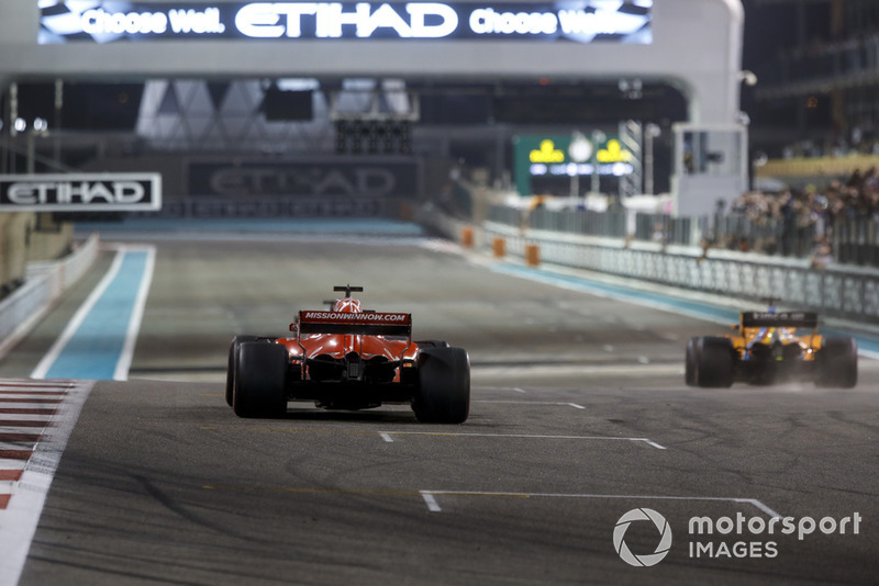 Sebastian Vettel, Ferrari SF71H et Fernando Alonso, McLaren MCL33