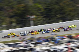 Aric Almirola, Stewart-Haas Racing, Ford Fusion Smithfield Bacon for Life, Kyle Busch, Joe Gibbs Racing, Toyota Camry M&M's