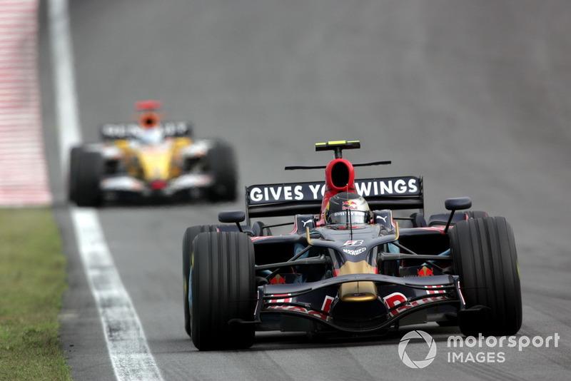 Vettel, Hamilton'ın canını sıktı