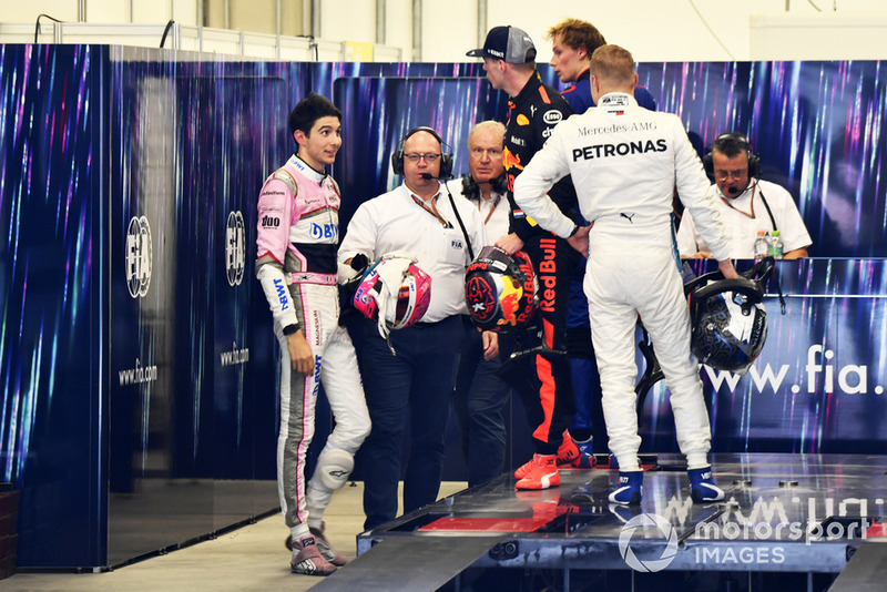 Altercation entre Max Verstappen, Red Bull Racing, et Esteban Ocon, Racing Point Force India, après leur accrochage en course