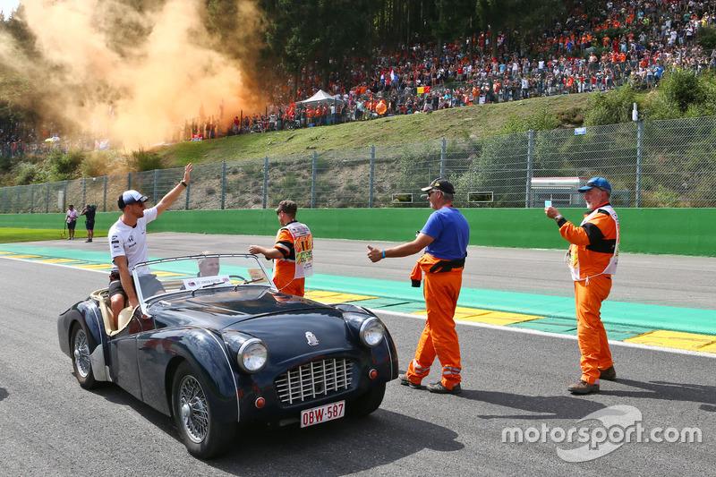 Jenson Button, McLaren nella sfilata dei piloti