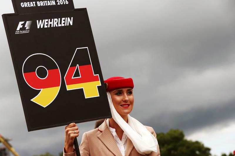 Grid girl for Pascal Wehrlein, Manor Racing