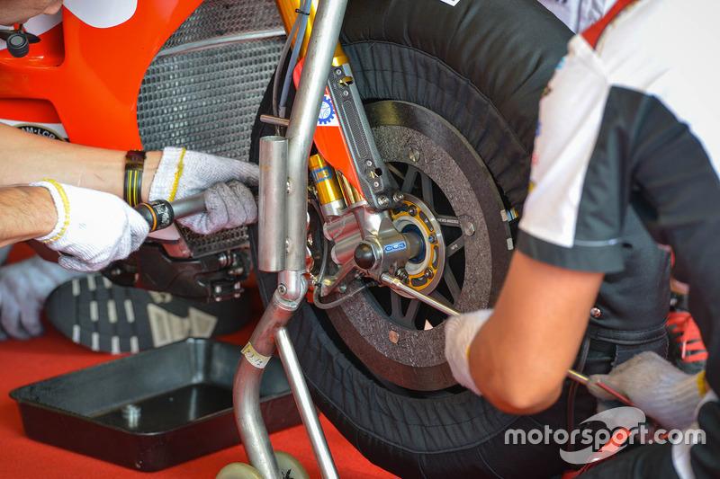 Cal Crutchlow, Team LCR Honda disc brake detail