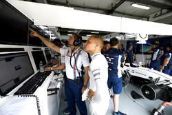 Valtteri Bottas, Williams, and Jonathan Eddolls, Race Engineer, Williams, discuss some data in the garage
