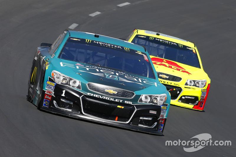 Jamie McMurray, Chip Ganassi Racing, Chevrolet; Dale Earnhardt Jr., Hendrick Motorsports, Chevrolet