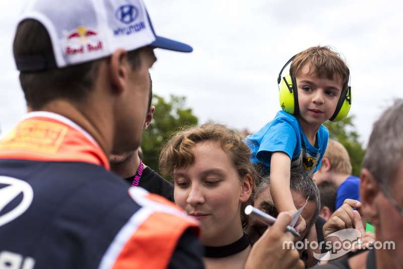 Dani Sordo, Hyundai Motorsport with fans