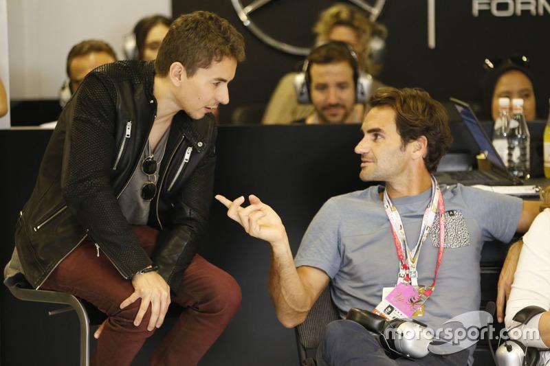 Roger Federer, tenista con Jorge Lorenzo, del equipo de Ducati MotoGP