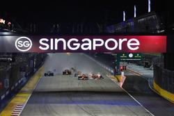 Kimi Raikkonen, Ferrari SF70H crashes into Max Verstappen, Red Bull Racing after the checkered flag