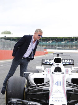 David Coulthard inspects an FW40