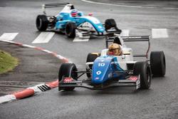 Robert Shwartzman, R-ace GP memimpin Max Defourny, R-ace GP