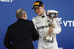 1. Valtteri Bottas, Mercedes AMG F1, mit Vladimir Putin, Staatspräsident Russland