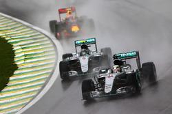 Lewis Hamilton, Mercedes AMG F1 W07 Hybrid lidera a Nico Rosberg, Mercedes AMG F1 W07 Hybrid, Max Ve