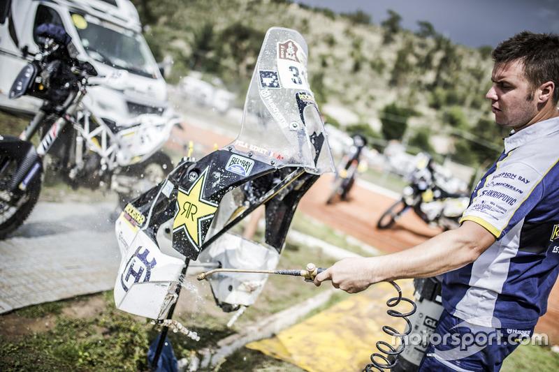 Mechanic of #31 Husqvarna Factory Racing: Pela Renet