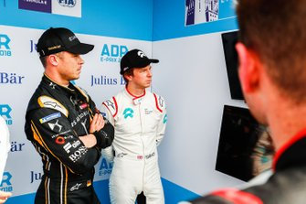 Andre Lotterer, DS TECHEETAH, Oliver Turvey, NIO Formula E Team watch the qualifying times