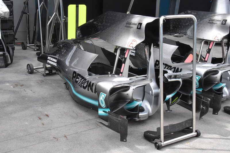 Cofano motore e pance della Mercedes AMG F1 W10