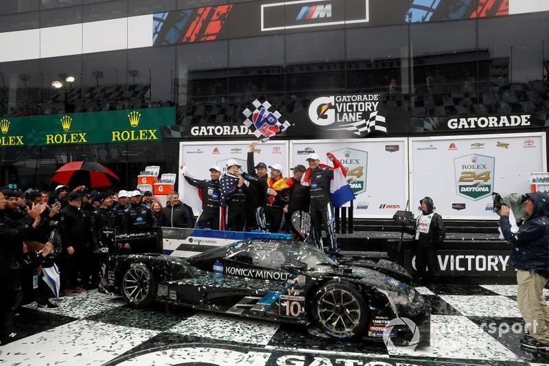 #10 Wayne Taylor Racing Cadillac DPi: Renger Van Der Zande, Jordan Taylor, Fernando Alonso, Kamui Kobayashi, victory celebration, podium