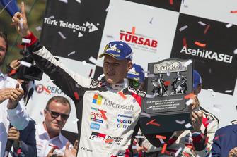 Podium: Winnaars Ott Tänak, Toyota Gazoo Racing WRT Toyota Yaris WRC